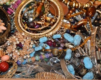 Great! Vintage Modern 20 LBS Jelwery Rhinestones,Natural stones. Signed and unsigned