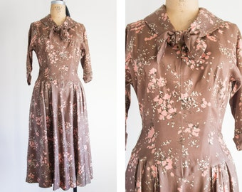 1940s Taupe Floral Dress / Vintage / Small Medium / Bronzed Sailor Dress