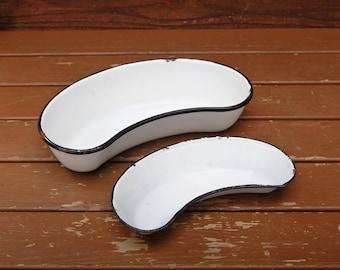 2 Enamel Hospital Pans, Vintage Kidney Shaped Bowls, White with Black Rim Enamel Pans, Enamel Pans, Laboratory dishes