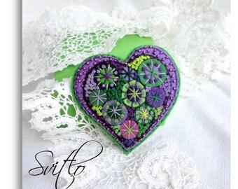Happy heart beaded felt heart brooch Hand embroidery jewelry French knot Folk art felt pin Heart gift jewelry for her for mom Felt Heart