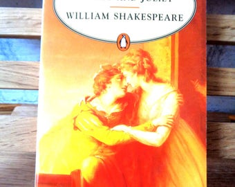 Vintage Penguin paperback Romeo and Juliet William Shakespeare 1994 The Bard Globe Theatre play introduction commentary tragedy romance
