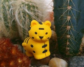 Amarillo tigre novedad borrador