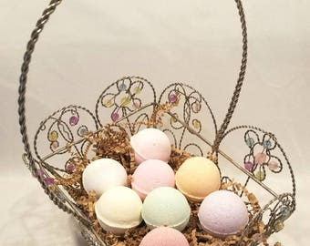 Easter Basket Bath Bomb Gift Set- Wire Beaded Basket With 8 Surprise Toy Filled Bath Bombs Inside