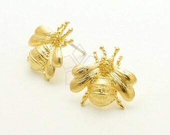 SI-777-MG / 2 Pcs - Bumblebee Stud Earrings, Bee Earrings, Matte Gold Plated over Brass / 17 x 17mm