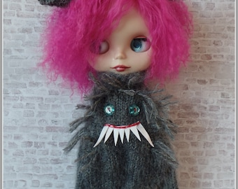 "PDF knitting pattern - Werewolf suit and headband for 12"" Blythe"