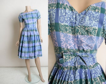 Vintage 1950s 1960s Dress - Lavender Floral Print Plaid Cotton Day Dress - Puff Sleeves - V Back with Bow - Fit and Flare - Small XS