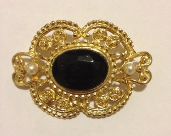 Vintage metal(gold) plated onxy brooch