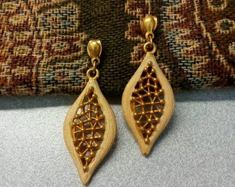 Vintage Beige and Gold Textured Earrings, Filigree Drop Earrings, Fashion Jewelry, Accessories, Boutique