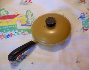 tiny frying pan shaker