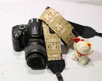 Maneki Neko camera strap | Padded reflex camera strap, SLR DSLR, beige japanese cotton with Lucky Cats | Japanese vegan camera strap
