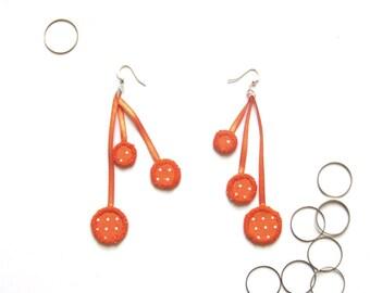 Bubbles earrings. 3 cirlces in fabric. by Maïwenn