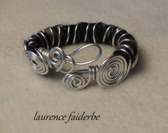 Bangle bracelet is made of aluminum and wool