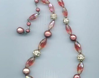 Pretty vintage glass bead necklace - shades of red plus gold
