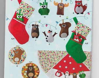 1516 Simplicity Felt Ornaments, Stocking, Tree Skirt, and Wall Hangings Sewing Pattern