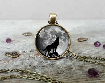 Howling wolf full moon pendant, wolf moon necklace, howling wolf pendant, howling wolf necklace, wolf jewelry, glass dome, CB254
