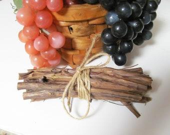 12 Grape Vine Wood Sticks / Twigs Chews for Small Pets, Rabbits, Guinea Pigs, Chinchillas, Rats, Mice, Pet Dental Care, Craft Sticks & Twigs