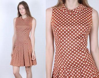 60s Daisy Dress // Vintage Floral Mod Mini Sleeveless Low Drop Waist Pleated Skirt - Small