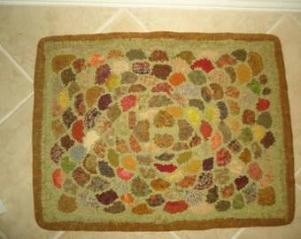 CLAMSHELL (or Broken glass) rug hooking pattern on primitive linen
