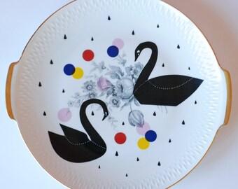 Ausverkauf! Sehr große Kuchen/Portion Platte-Platte, die schwarzen Schwänen, Punkten und Regentropfen
