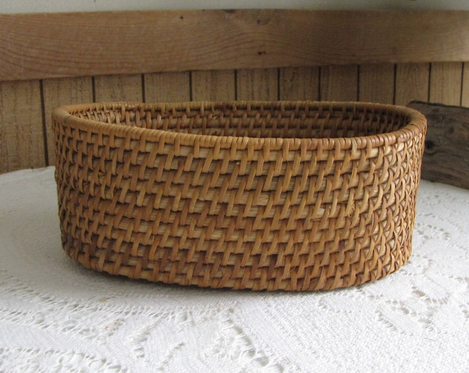 Vintage Oval Woven Basket Small Trinket or Centerpiece Basket Flowers or Garden Trug