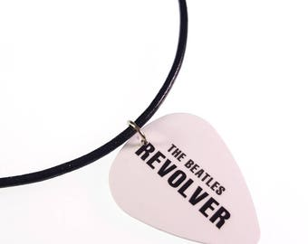 Les Beatles REVOLVER Album couverture Art véritable Médiator collier