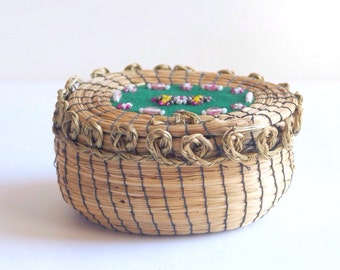 Antique Native American basket, sweetgrass, beaded, oval, c. 1900 - 1920, Ojibwe, Chippewa, Great Lakes, hinged cover trinket box, vintage