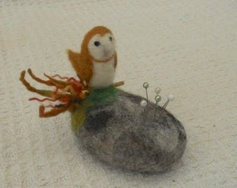 Owl on a pebble, felted pincushion, mothers day, Pebble pin cushion, Needle Felted gift, needles and pins, Easter Gift, Felted Owl