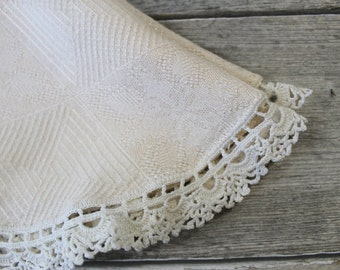 Vintage Peach Crocheted Doily, Lace trim, Round table scarf