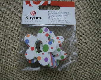 Bag of 6 wooden, white and multicolor flowers, size 4 and 5 cm