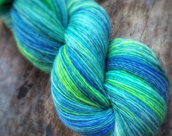 Morning bliss - supreme corridale wool  - single thread handspun shawl yarn 102gr 517m