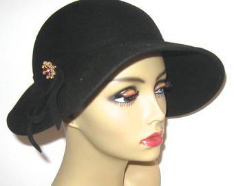 wide rim felt hat . black felt hat  . 50s felt hat . Lit brothers