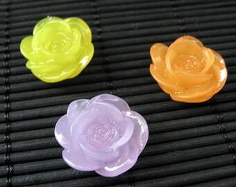 Rose-Kühlschrank-Magnete. Set von drei. Lila, Orange und gelbe Blume-Magnet-Set. Kühlschrank-Magnete. Handgemachte Wohnkultur.