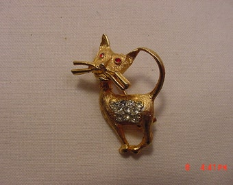 Vintage Rhinestone Accented Cat Brooch  16 - 774
