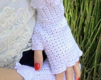 Elegant Fingerless Gloves Flower Trim with Vintage Rhinestone Earring Accent
