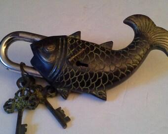Reel me in........metal fish lock with 2 keys