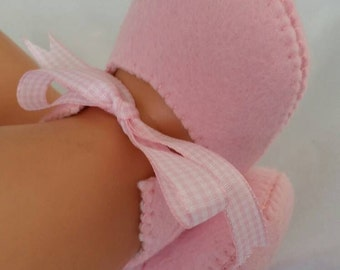 Pink woolfelt baby shoes
