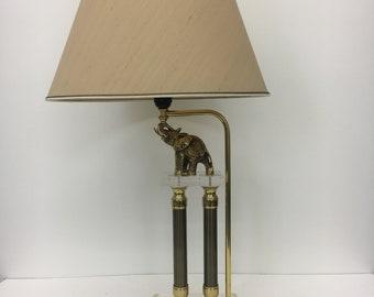 Hollywood Regency lamp with Elephant and Lucite base tafelamp Elephant