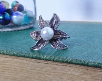 Vintage Flower and Pearl Statement Ring Sterling Silver Size 9