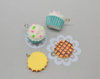 Set of 4 cake charms: 2 blue and 2 yellow