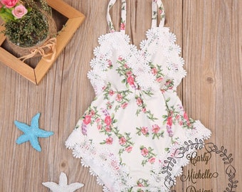 Baby girl's flower romper with lace