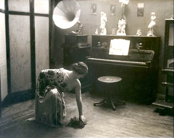 vintage photo Print Artist Model French Nude Music Room Gramaphone 1900