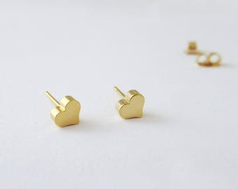 Gold Heart Stud Earrings, small Heart Studs, Valentines Day Gift, Heart Post Earrings, Bridesmaid Gift, Delicate Studs / E528