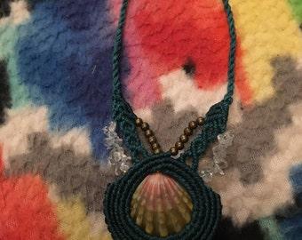 Sunrise shell macrame necklace