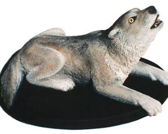 Timber Wolf sculpture