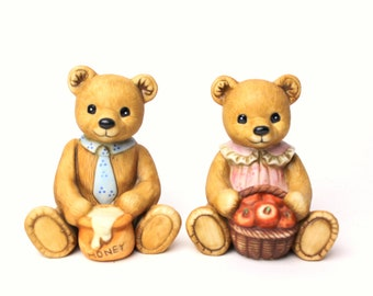 Vintage 1980s Set of 2 Homco Bear Figurines - Honey Jar & Apple Basket  - Teddy Bears Boy Girl Momma Papa Pair Blue Tie Pin Dress #1405