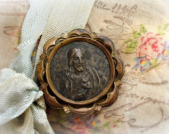 antique sacred heart jesus holy medal in brass frame virgin of mt carmel on reverse loaded with patina pin back is missing the clasp