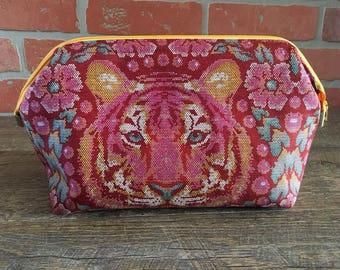 Make-up bag, custom cosmetic case, Custom makeup bag, Make up bag, Frame bag, Dopp kit, Shaving bag, Travel toiletry case, Toiletry bag