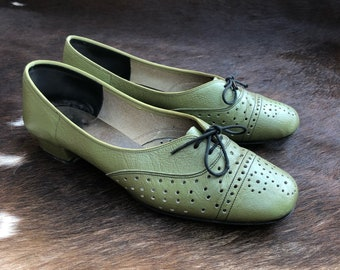 Olive Green Vintage 60's kitten heel oxfords