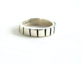 Heavy Silver Ring Band Size 6 .5 Vintage Mexican Sterling Vertical Stripes Lined Stacking Ring Stackable Jewelry