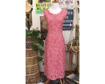 Vintage 60's Hot pink Rafia floral wiggle dress || Size 10-12/L-XL modern womans ||